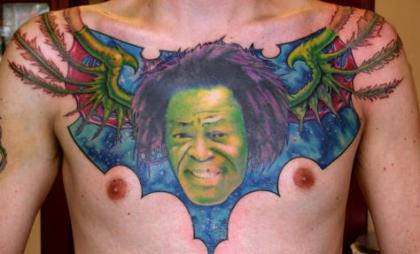 Un murciélago con la cara de James Brown, ya hay que ser imbécil.